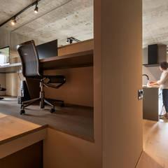 K HOUSE: FANFARE CO., LTDが手掛けた書斎です。