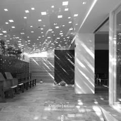 GLIMPSE OF LIGHT:  診所 by 相即設計室內裝修有限公司