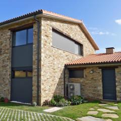 منزل عائلي صغير تنفيذ AD+ arquitectura , ريفي