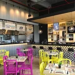 Barra y Cocina abierta: Locales gastronómicos de estilo  por Ecologik