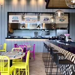 Cocina abierta y barra bar: Locales gastronómicos de estilo  por Ecologik