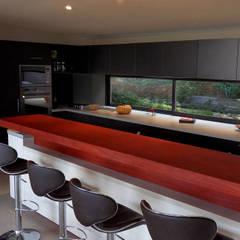 La cuisine: Cuisine intégrée de style  par Grégory Cugnet ARCHITECTE