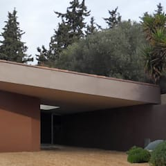 Façade d'entrée: Maisons de style de style Méditerranéen par Grégory Cugnet ARCHITECTE
