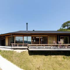 上山の家: 神家昭雄建築研究室が手掛けた木造住宅です。,モダン 木 木目調