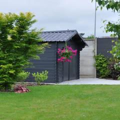 Jardin Chic et Familial: Abri de jardin de style  par  Sophie Durin | Empreinte Paysagère