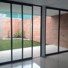 Taller 503 / Diseños y proyectos Arquitectónicos, SA de CV의  미닫이 문