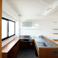 3階キッチン: 石井井上建築事務所が手掛けたキッチンです。