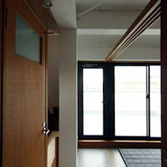 寺町の家: 石井井上建築事務所が手掛けた寝室です。,インダストリアル