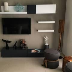 Departamento muestra LOFT 268, Puerto Vallarta: Salas multimedia de estilo  por DECO Designers, Ecléctico