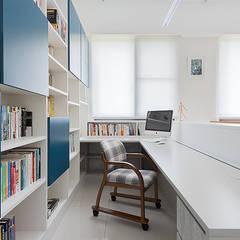 午後時光~純淨北歐:  書房/辦公室 by 倍果設計有限公司