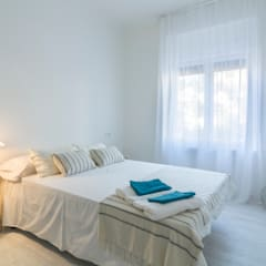 Dormitorio en Apartamento Turístico : Habitaciones de estilo clásico por Ópera de Domingo