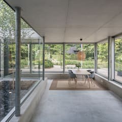 Concrete extension: minimalistische Studeerkamer/kantoor door Bloot Architecture
