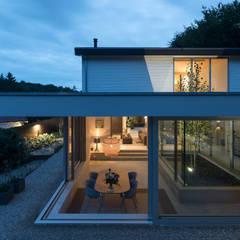 Extension patio house open corner:  Studeerkamer/kantoor door Bloot Architecture