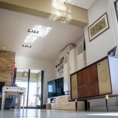 Casa 205: Livings de estilo  por Papillon Arquitectura