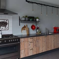 Keuken: industriële Keuken door Atelier09