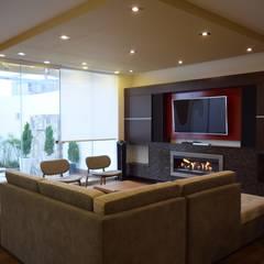 Vivienda Sachaca: Salas / recibidores de estilo  por B+ Studio
