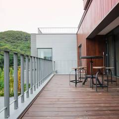 2017 분당주택: 건축일상의  베란다
