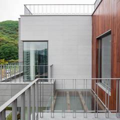 2017 분당주택: 건축일상의  베란다,모던