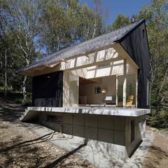 森の山荘: 桑原茂建築設計事務所 / Shigeru Kuwahara Architectsが手掛けた別荘です。