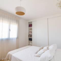 Dormitorio Principal: Habitaciones de estilo escandinavo por Ópera de Domingo