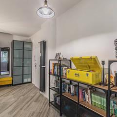 Ristrutturazione appartamento 85 mq Roma, Casilina: Ingresso & Corridoio in stile  di Facile Ristrutturare