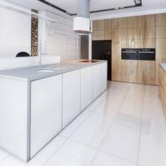 Projekt wnętrza kuchni w domu jednorodzinnym: styl , w kategorii Kuchnia na wymiar zaprojektowany przez Archi group Adam Kuropatwa