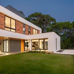 Casa das Varandas: Casas familiares  por Alexandre Zelinski Fotógrafo de Arquitetura