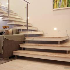 Escada AutoPortante Alpen Haus: Corredores e halls de entrada  por Lema Escadas