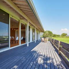 川原の家: 梶浦博昭環境建築設計事務所が手掛けた庭です。