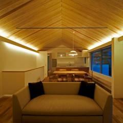 田園調布の家: アトリエモノゴト 一級建築士事務所が手掛けたリビングです。