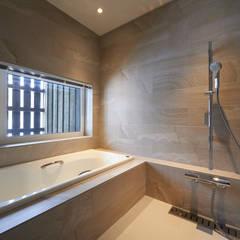 حمام تنفيذ アトリエモノゴト 一級建築士事務所