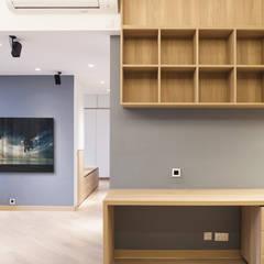 CENTURY LINK: minimalistic Living room by BIGGERTHANstudio