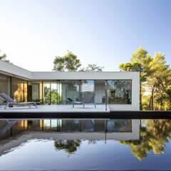 ART: Piscines  de style  par Brengues Le Pavec architectes