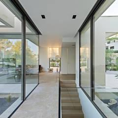 ART: Couloir et hall d'entrée de style  par Brengues Le Pavec architectes