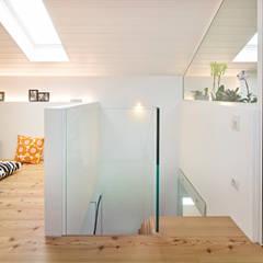 appartamento CS: Stanza dei bambini in stile  di Burnazzi  Feltrin  Architects