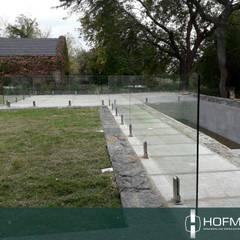 BARANDAS DE VIDRIO PARA PILETAS: Piletas de jardín de estilo  por HOFMANN - DESARROLLOS EN VIDRIO Y METAL,Moderno Vidrio