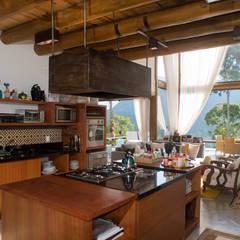 Kitchen by Giselle Wanderley arquitetura