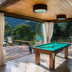 Casa na montanha.: Salas de estar  por Giselle Wanderley arquitetura
