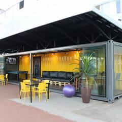 Sala Container Escolas modernas por Dani Santos Arquitetura Moderno de madeira e plástico