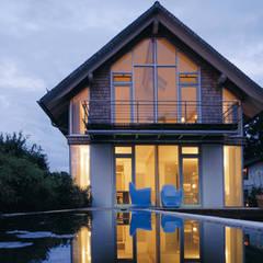 Westfassade:  Holzhaus von Andreas Weber Design