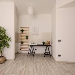 Home staging per vendita di bilocale ristrutturato: Cucinino in stile  di Vivere lo Stile