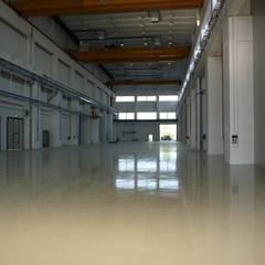 Pavimenti industriali: Spazi commerciali in stile  di V&V srl Apse
