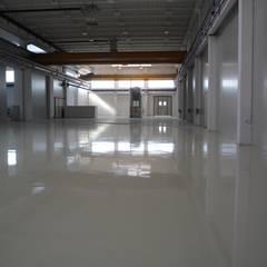 Pavimentazioni industriali: Spazi commerciali in stile  di V&V srl Apse