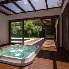 Casa Viva Spa minimalista por Lineastudio Arquiteturas Minimalista