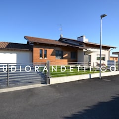 Puertas de garajes de estilo  por STUDIO RANDETTI - PROGETTAZIONE E DESIGN