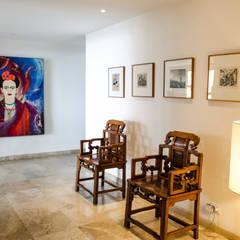 Apartamento Aristizabal - Alviar / Parte 1: Pasillos y vestíbulos de estilo  por Tejero & Ángel Diseño de Interiores