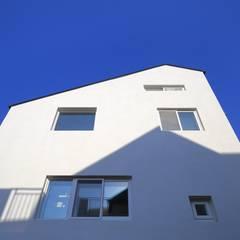 수원 단독주택: 건축그룹 [tam]의  다가구 주택,미니멀 철근 콘크리트