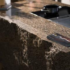 Blat wyspy kuchennej który wykonaliśmy z granitu Sofia: styl , w kategorii Centra wystawowe zaprojektowany przez GRANMAR Borowa Góra - granit, marmur, konglomerat kwarcowy