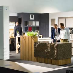 Wyspa kuchenna z granitu Sofia: styl , w kategorii Centra wystawowe zaprojektowany przez GRANMAR Borowa Góra - granit, marmur, konglomerat kwarcowy