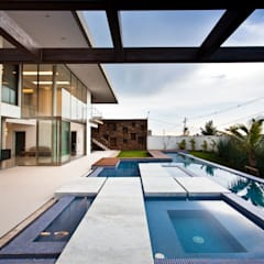 Infinity pool by Steck Arquitetura